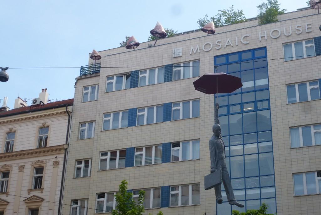 lumignons au balcon de l'hotel mosaic house à Prague