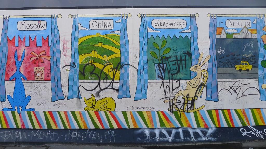 mur avec graffitis