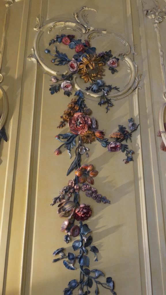 guirlande florale en relief