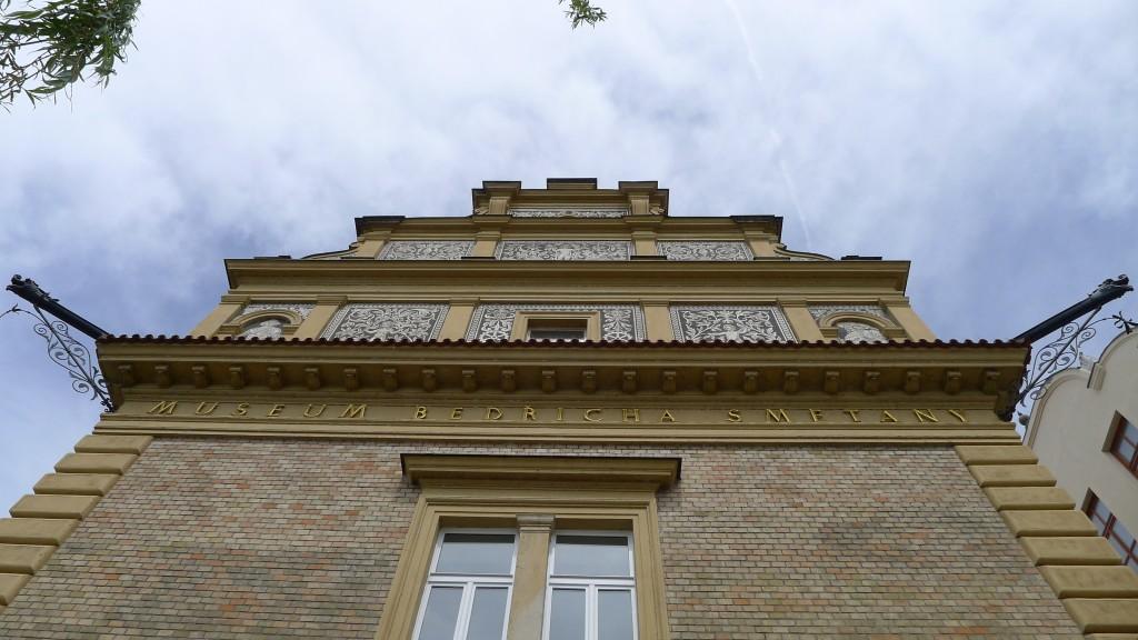 Sgraffites sur un immeuble à Prague-