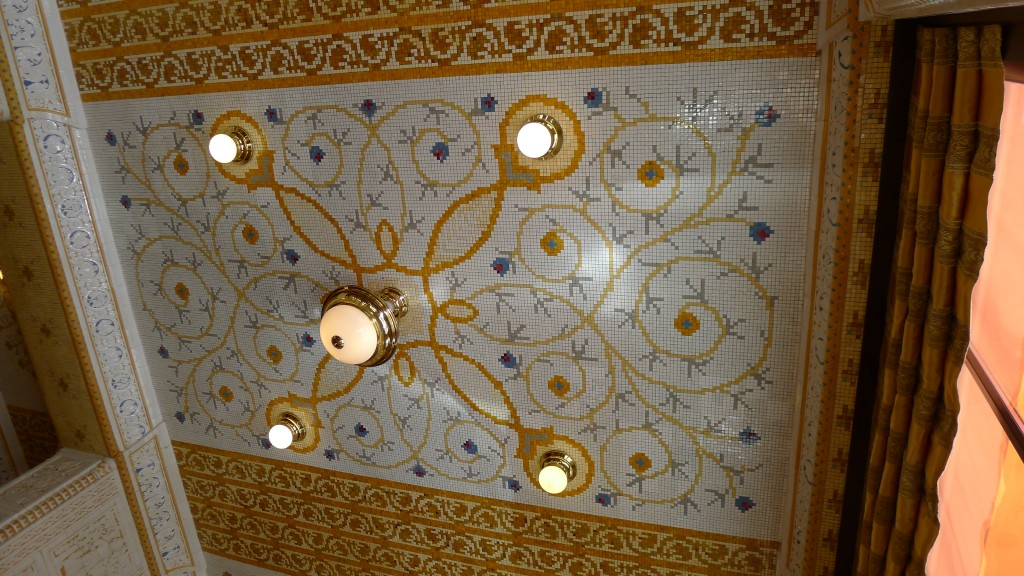 mosaïque plafond café impérial
