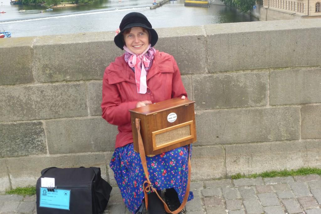 chanteuse sur le pont Charles