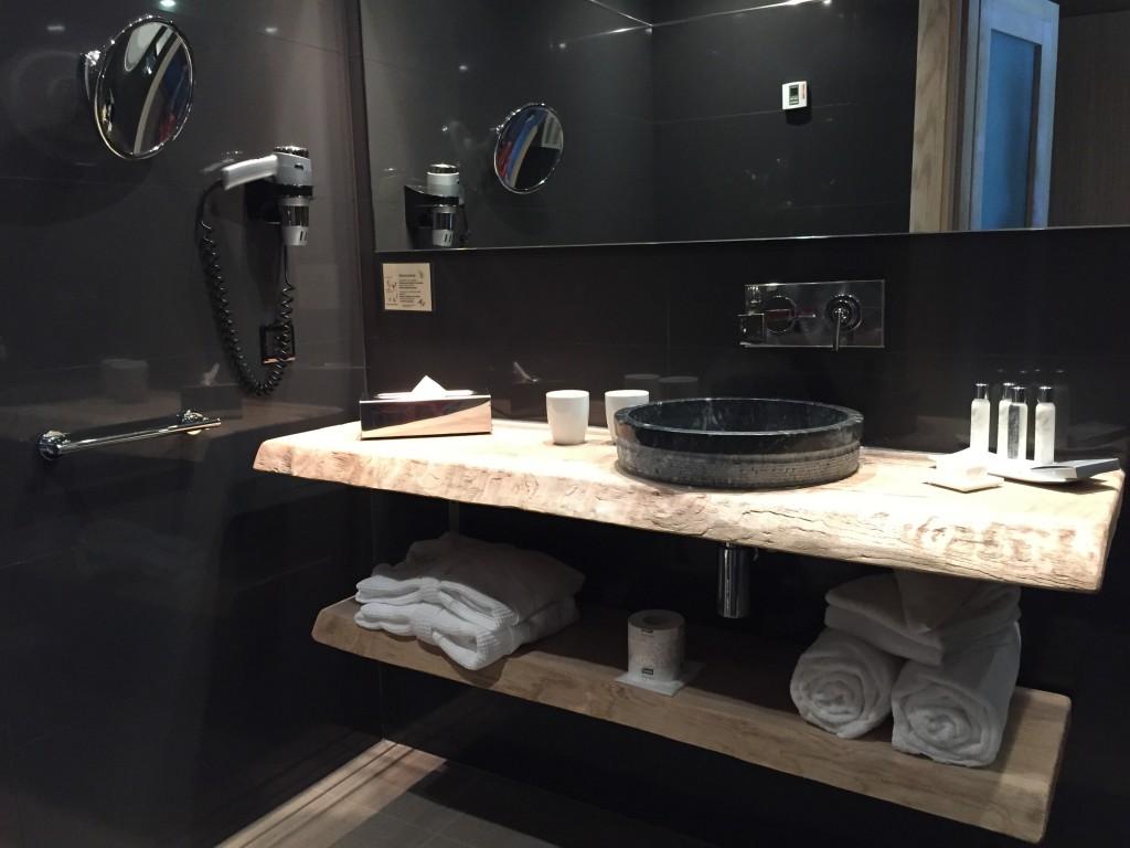 Une salle de douche au Moby Dick