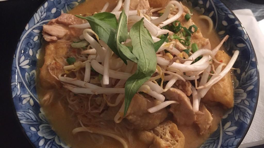 nouilles en sauce avec tofu et soja