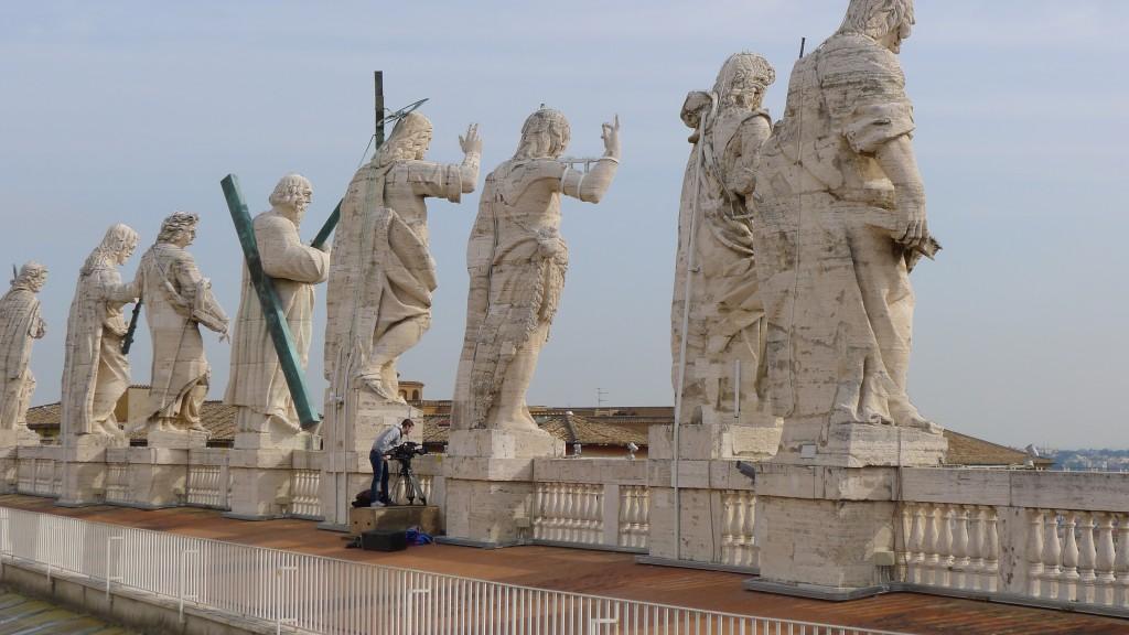 détail de la taille des statues