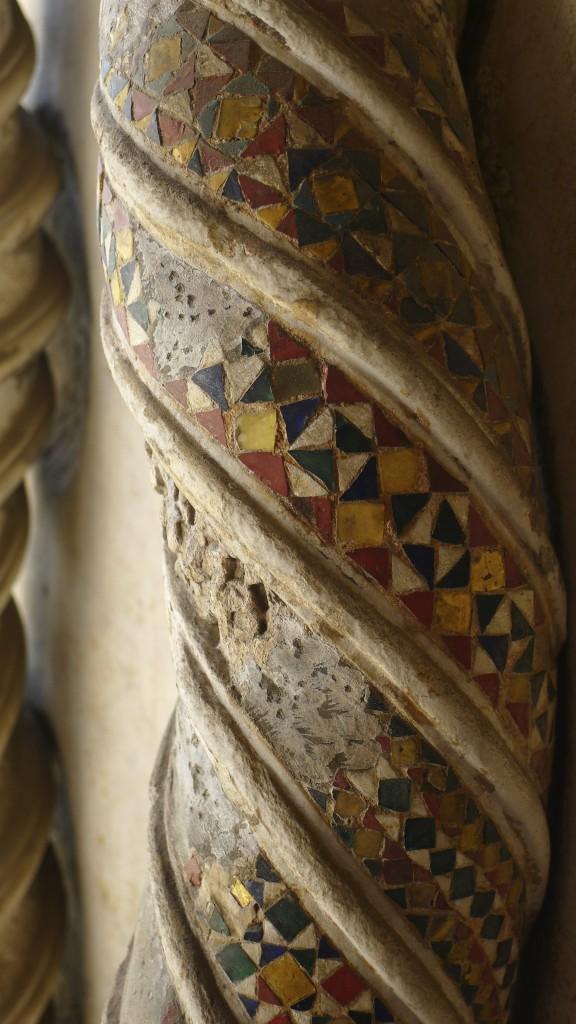 détail d'un pilier du cloitre de la basilique saint Jean de Latran
