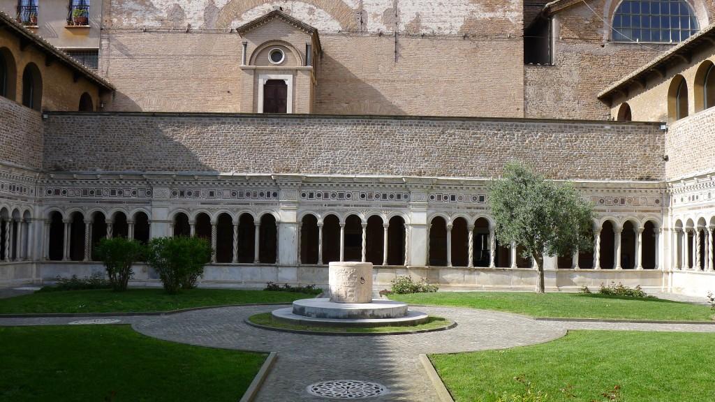 le cloitre de la basilique saint Jean de Latran