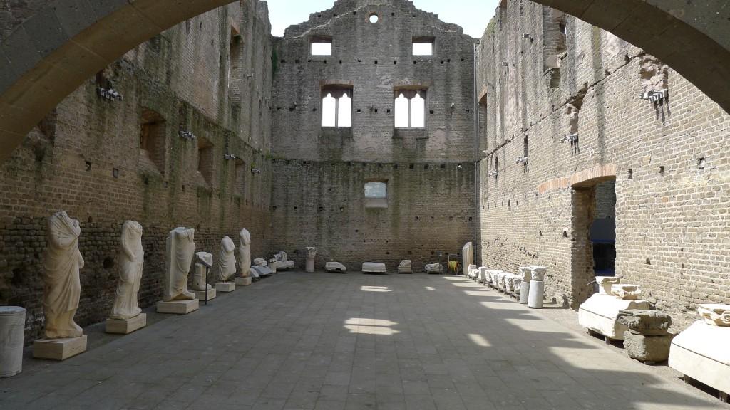 intérieur des ruines de l'église via appia Antica