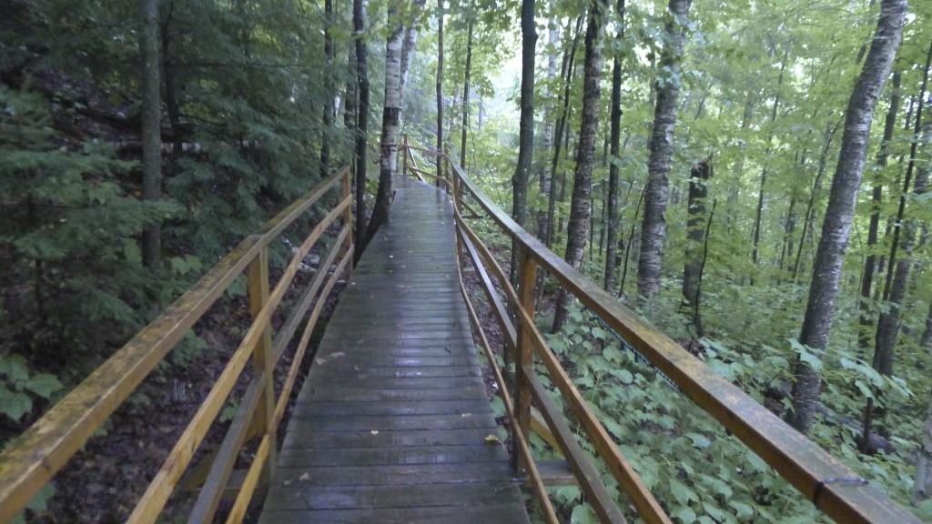 escalier pour descendre vers le Lac