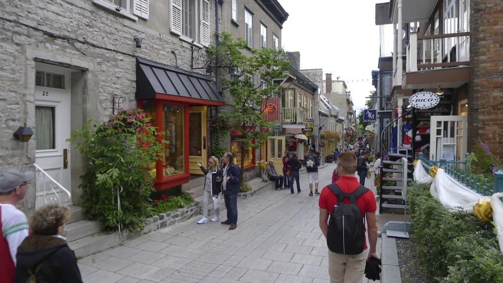 Petite rue commerçante vieux Québec