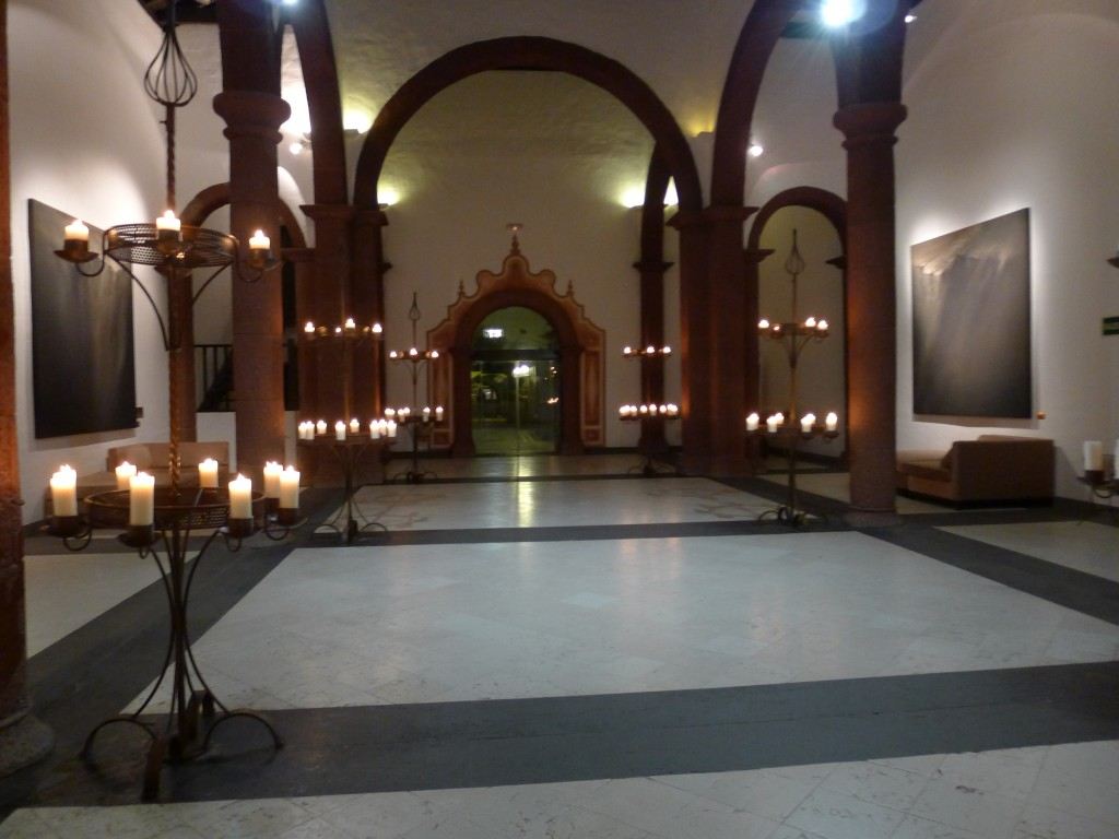 hall de l'hôtel dans l'ancienne église