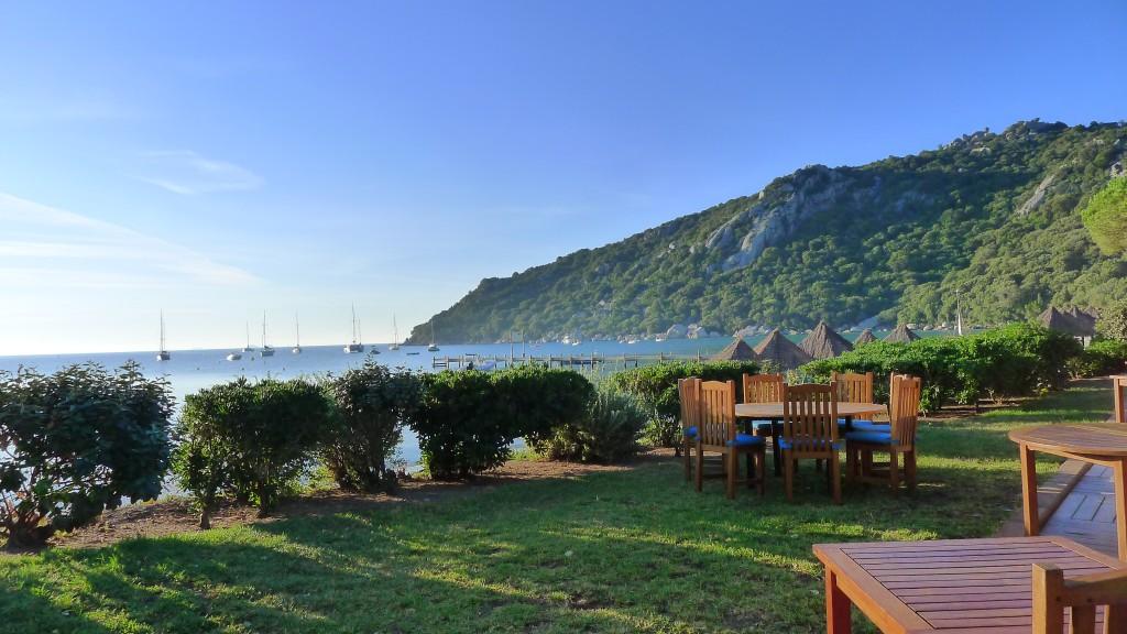 Une vue sur la mer du restaurant au Moby Dick