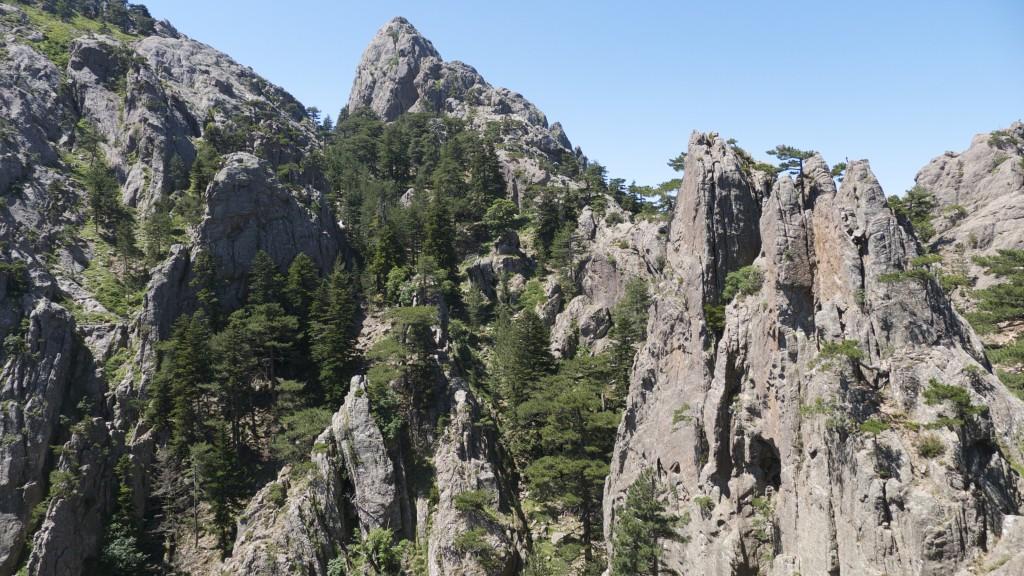 Les crêtes rocheuses des aiguilles de Bavella