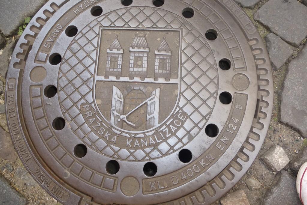 armoiries de la ville sur plaque d'égout