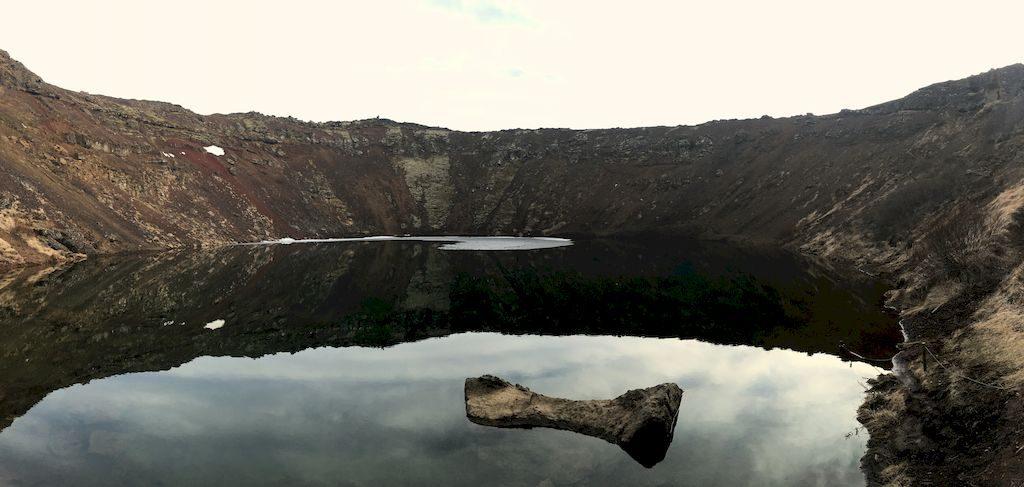 le lac kerid krater en bas