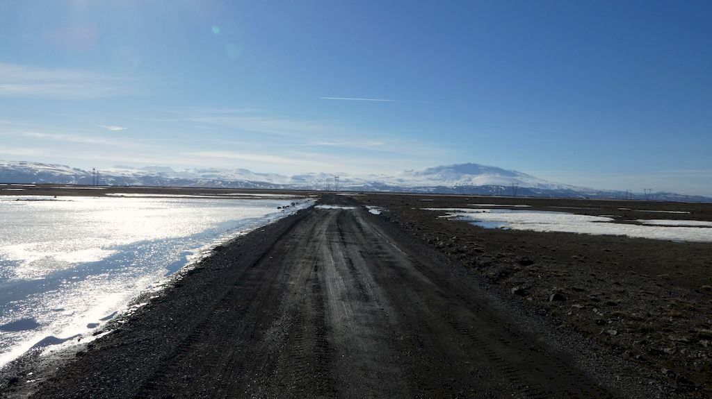 au loin Hekla