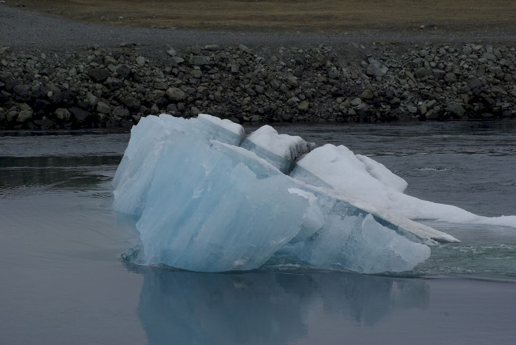 iceberg sur le lac de Jokullsarlon