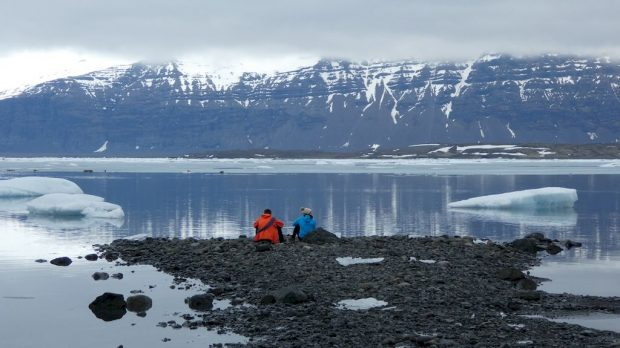 devant le lac de Jokullsarlon