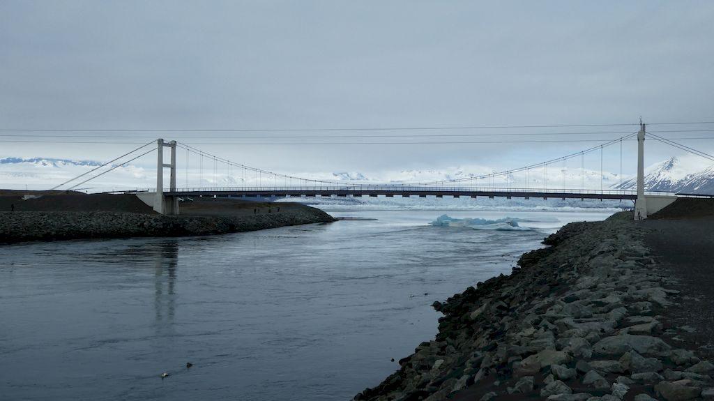 le pont devant le lac