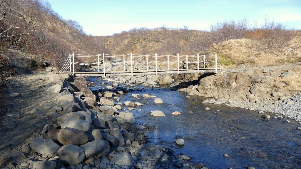 pont sur le chemin de Svartifoss