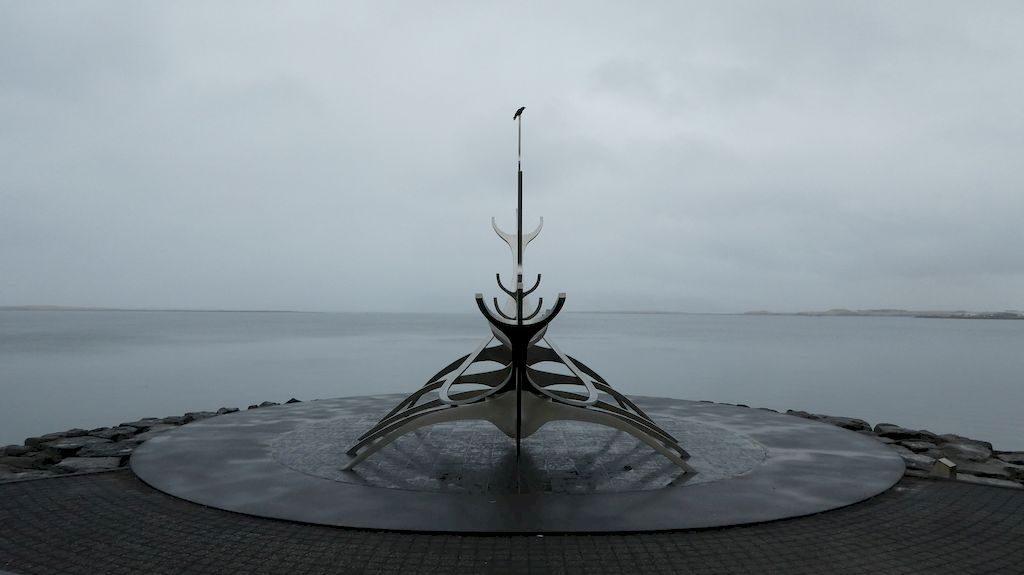 """sculpture """"le voyageur du soleil"""""""
