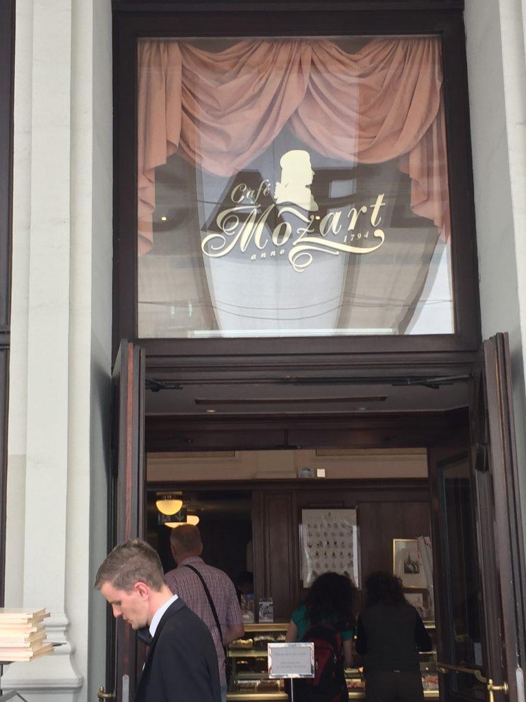 la devanture du café Mozart