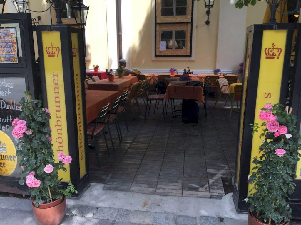 le restaurant dans l'enceinte du château