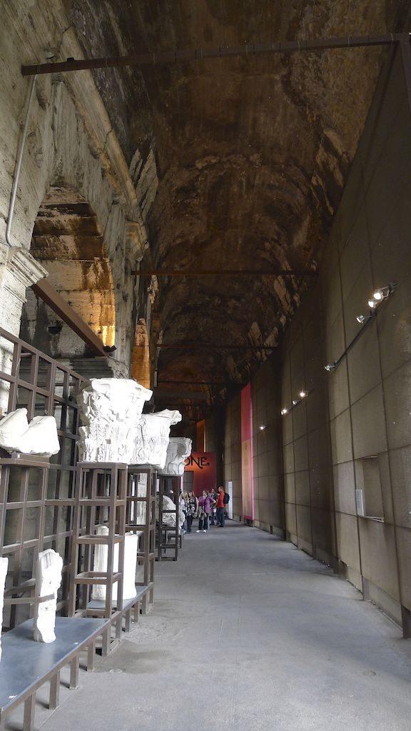 couloir etage supérieur du Colisée