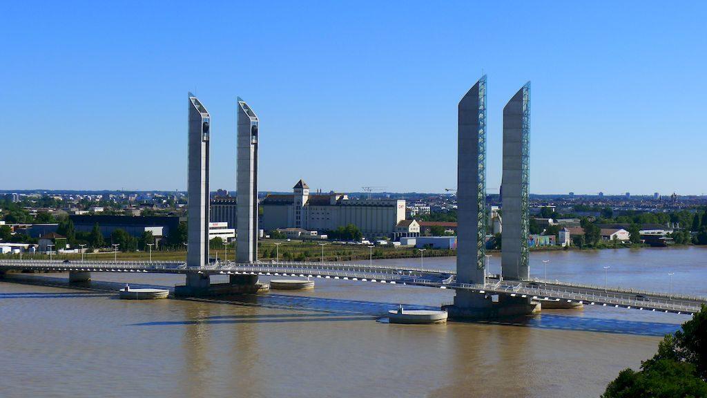 le pont Chaban vu du haut de la cité