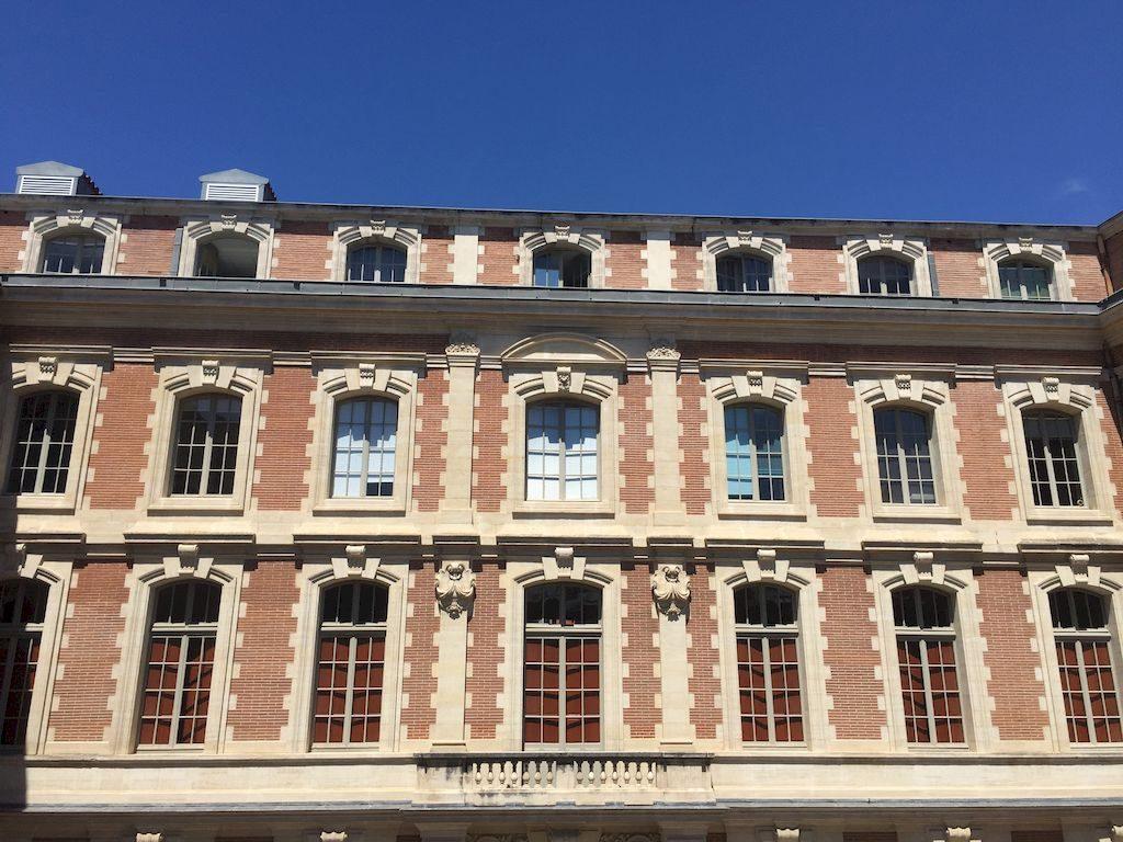 facade de la cour dans la mairie