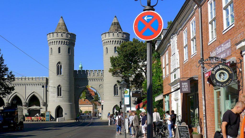 la porte Neuen à Potsdam