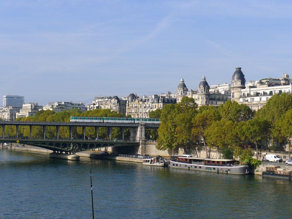 voie de métro traversant la Seine