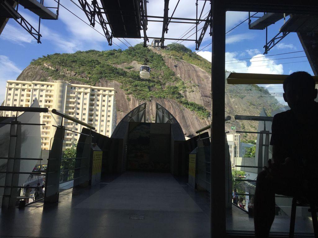 Le tunnel sous la montagne à Rio