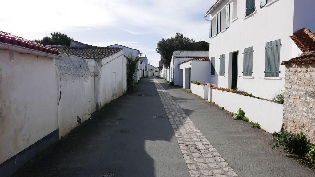 rue typique de l'île de Ré