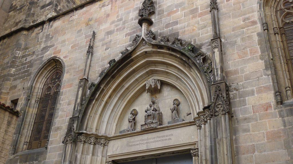 facade de l'église des martyrs Just et Pasteur