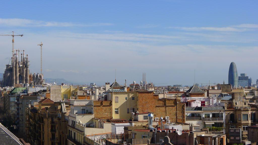 vue sur la Sagrada Familia et la tour Agbar