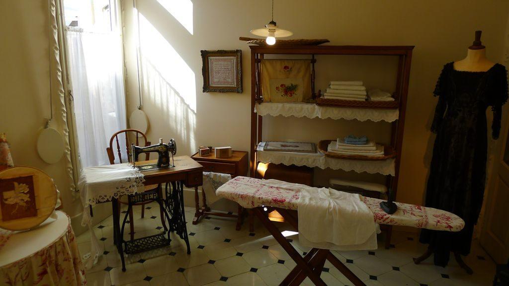 détail d'un intérieur d'appartement de la casa Mila