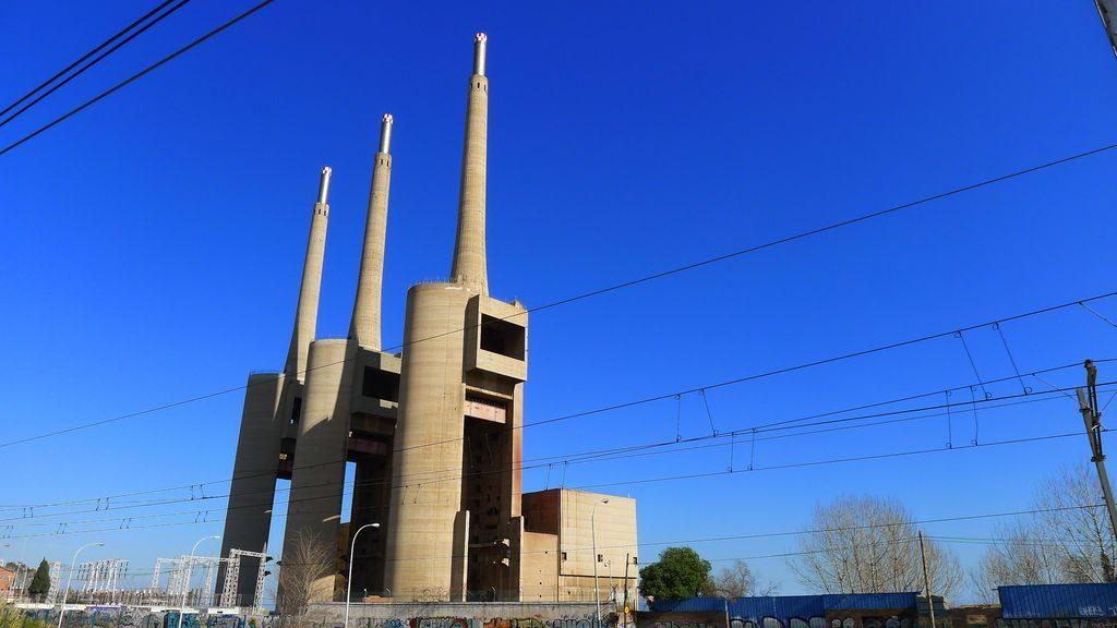 les cheminées de la centrale de Badalona