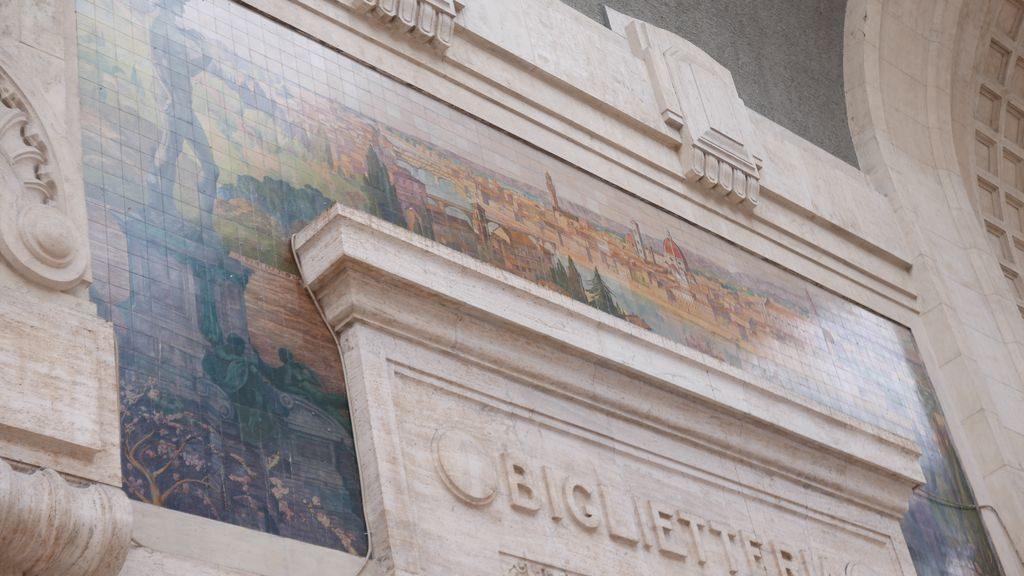 détail de la faïence de la gare Milano Centrale