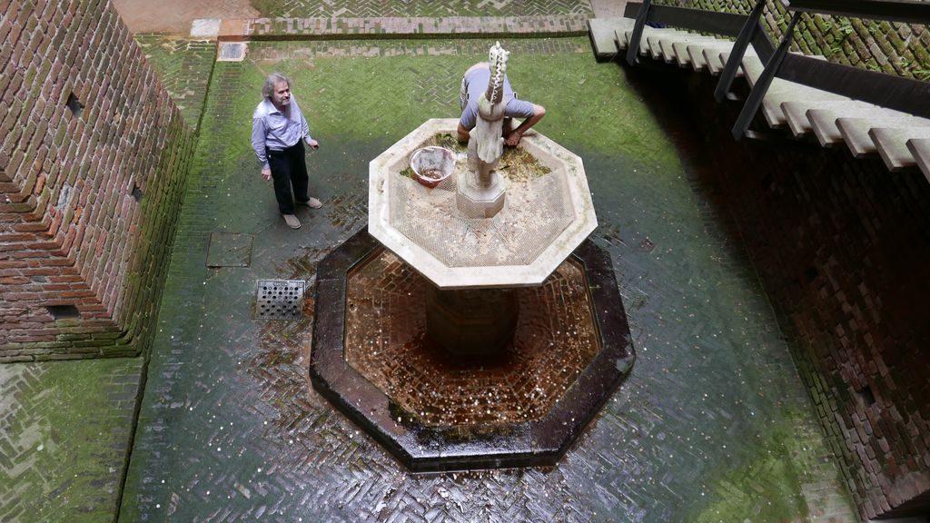 Une fontaine dans le château Sforza