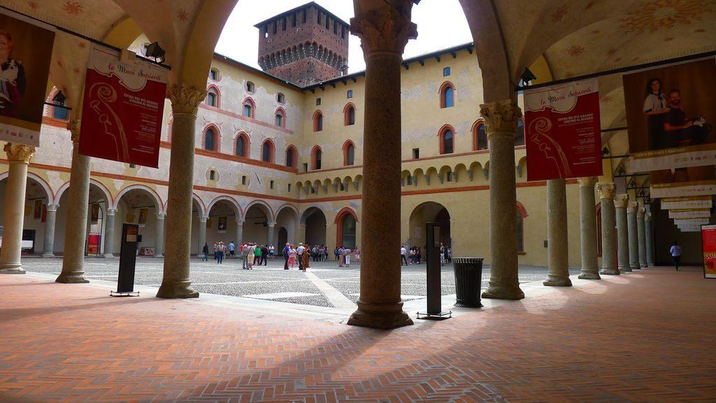 Une cUne cour intérieure style cloître à Sforza
