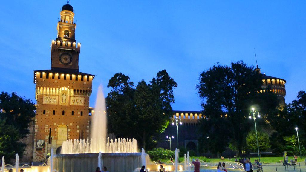 vue de la fontaine de Sforza de nuit