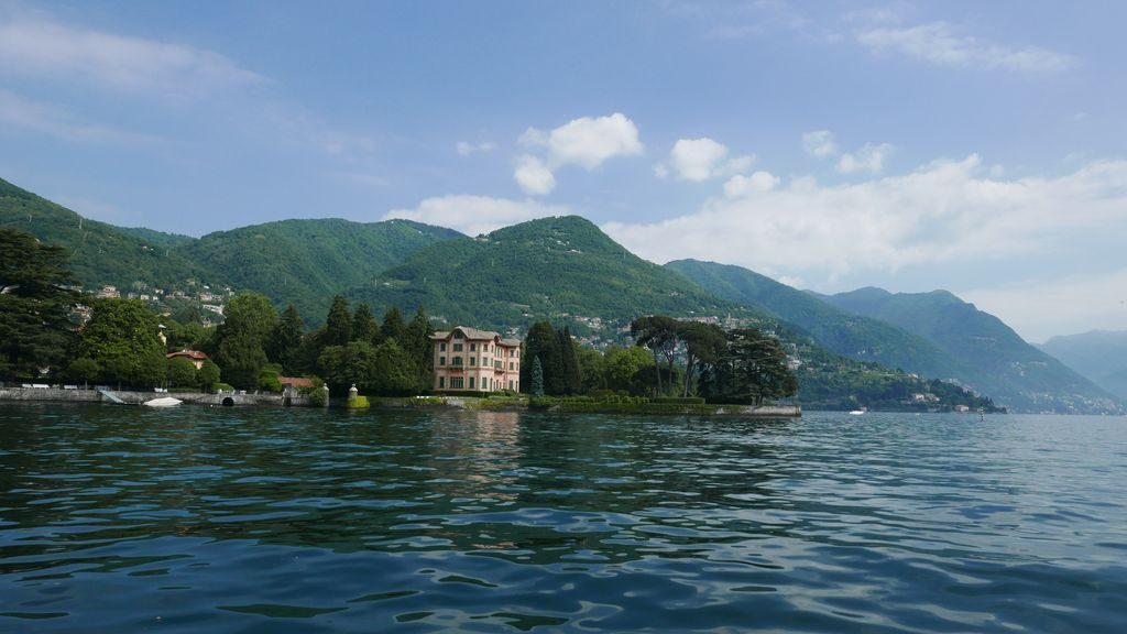 Vue sur une villa lac de Côme