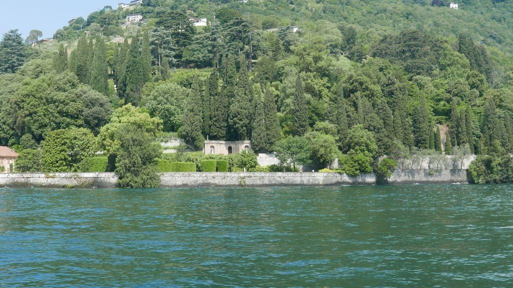 la végétation verdoyante lac de Côme