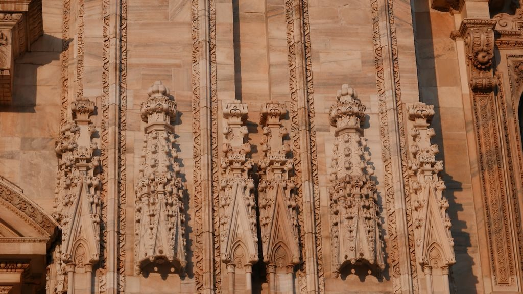 sculpture de la facade du Duomo Milan