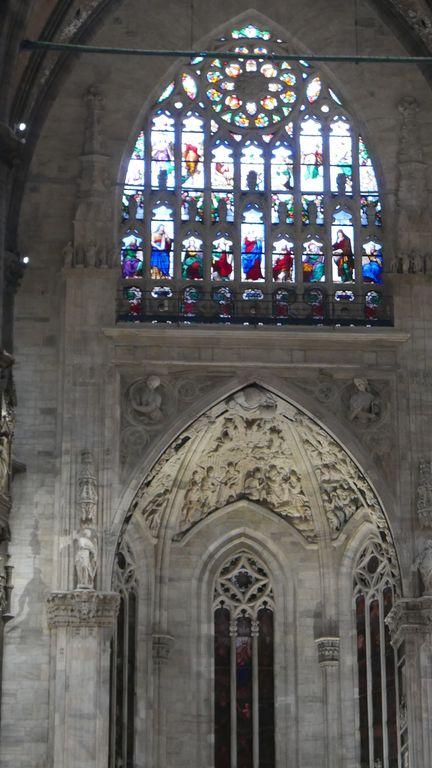 Vitrail intérieur du Duomo à Milan