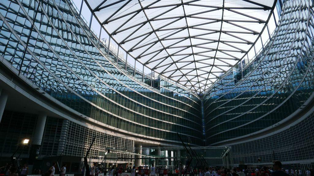 la salle couverte du siège du conseil régional de lombardie