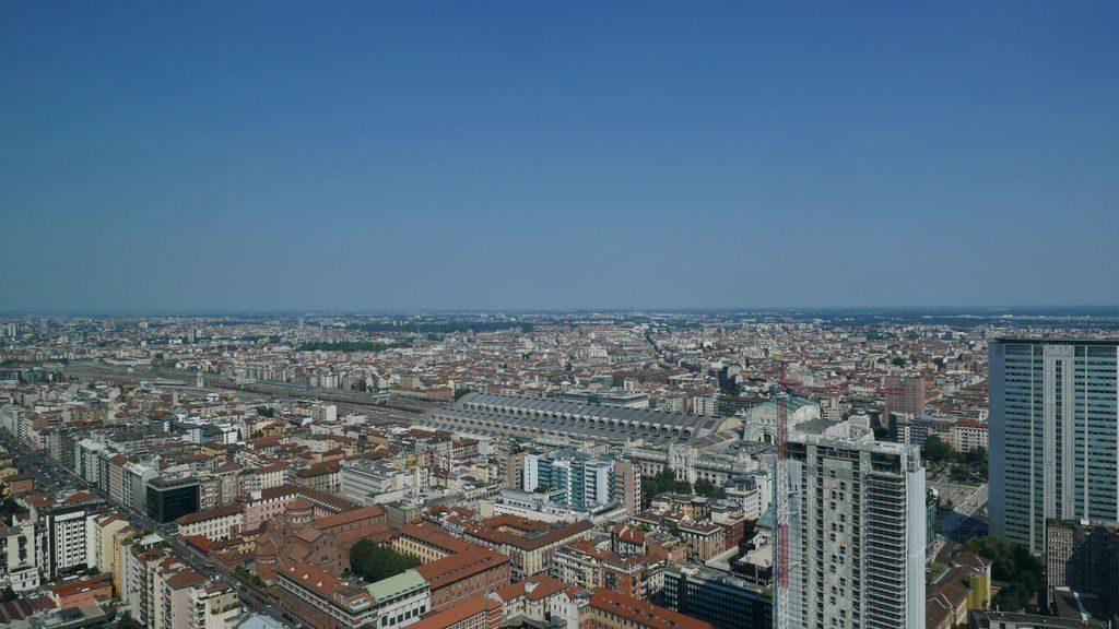 Vue sur Milan du haut du Palazzo Lombardie