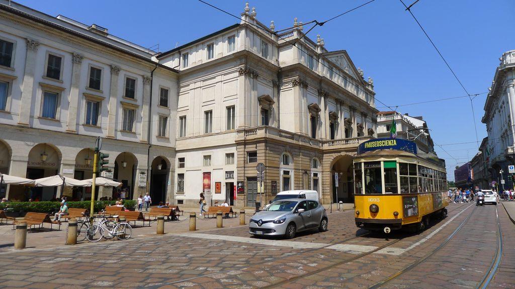 tramway devant la scala
