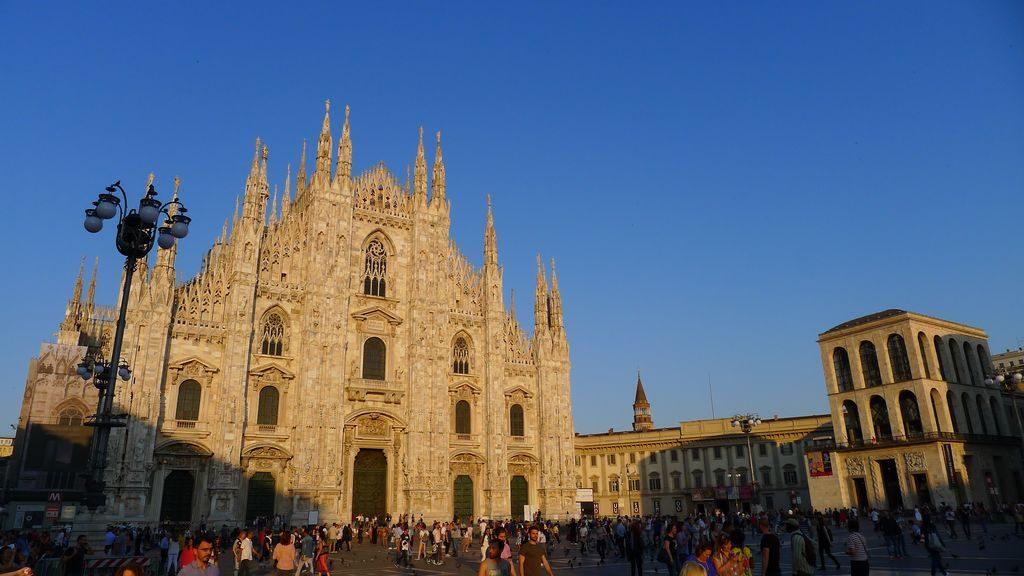Le duomo sous le soleil à Milan